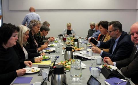 MER BOMPENGER: Styringsgruppen for Haugalandspakken på et møte høsten 2019. Nå skal politikerne være referansegruppe i arbeidet med en ny bompengefinansiering etter 2023.