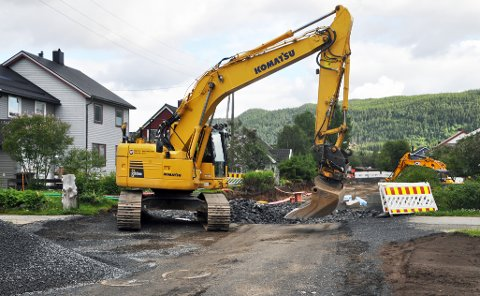 SISTE INNSPURT: Kommunen jobber på for å gjøre seg ferdig med årets arbeid slik at Skogsvegen kan åpnes for vanlig trafikk i uke 30.