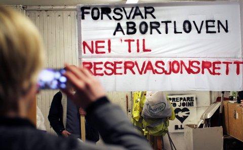 Gjentatt tema: Abortloven dukker stadig opp i den offentlige debatten i Norge. Dette bildet er fra 2014, da denne parolen ble skrevet til kvinnedagen i Sør-Varanger.