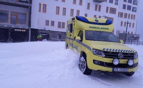 IKKE BRØYTET: Det er vanskelige kjøreforhold og ikke brøytet enkelte steder i Hammerfest søndag morgen.