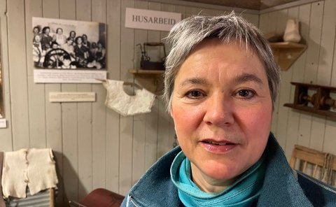 BRENNER FOR STEDET: Ragnhild Vassvik er ny avdelingsleder for Gamvik museum. Det gjør også at hun slipper å pendle i tiden framover.