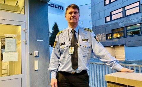 PÅ FLYTTEFOT: – Kravene til et politihus er i konstant endring så derfor er det nå på tide å se etter en ny leieavtale, sier Politistasjonsjef Frank Sletten.