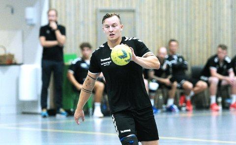 OMSKOLERT: Jone Sele Holmebakken i aksjon for Varhaug i en treningskamp for et par uker siden.