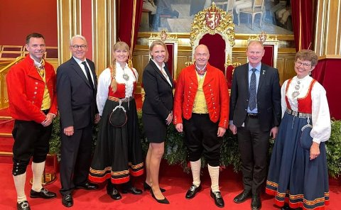 INNVALGT FRA VESTFOLD: F.v. Truls Vasvik (Ap), Henning Wold (H, vara for Lene Westgaard-Halle), Grete Wold (SV), Maria Aasen-Svensrud (Ap), Morten Stordalen (Frp),  Erlend Larsen (H) og Kathrine Kleveland (Sp).
