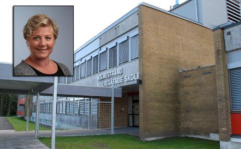 EN FEIL: - Vi har så mange klasserom tilgjengelig at det aldri skal være behov for å være 25 elever i et klasserom, sier rektor ved Holmestrand videregående Camilla Reidunsdatter Andreassen (innfelt).