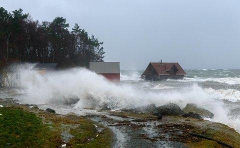 """Dette bildet frå Sandvikjo på Halsnøy blei teke i januar i fjor, då stormen """"Nina"""" herja i Kvinnherad. (Foto: Lars Martin Teigen)."""