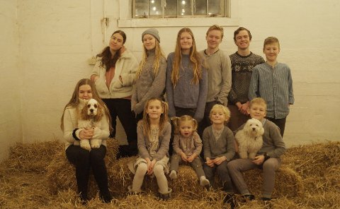 Caroline Mikaela (22), Leah Othelia (8), Talitha Amelia (2), Benjamin Jeremy (6), Aron Nickolai (10), Rebekka Danielle (20), Emilie Linnea (13), Miriam Mariell (19), Joachim Leonard (15), Ruben Natanael (17), William Leander (11)