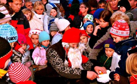 Julegrantenning og julegate på Lågalsmuseet i 2005.
