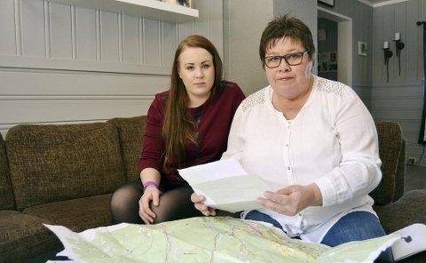 HÅPER PÅ SVAR: I to år har Bente Hagen Sevrinsen og datteren Randi Hagen ventet på svar om hva som skjedde med sønnen Tom Rune, som forsvant sporløst for drøyt to år siden. Nå håper de DNA-prøvene fra likfunnet i Øvre Eiker kan gi dem et svar, slik at de kan komme seg videre.