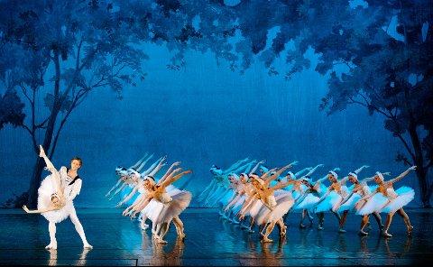 TALENTER: Talenter innenfor ballett kan få grunnskoleutdanning dekket av Lillestrøm kommune. Begrunnelsen er blant annet at ballettdansere har mye kortere karrièrer enn andre. Dette bildet er av den russiske nasjonalballetten fra Moskva og har ingenting med saken å gjøre.
