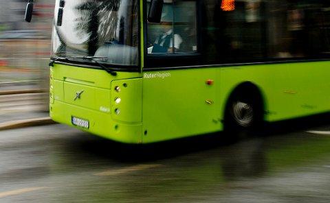 – GLISSENT: Det er færre som tar buss i disse dager, melder Ruter. Kollektivselskapet anbefaler dem som kan å reise utenom rushtid eller å ha hjemmekontor.