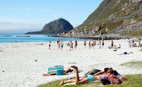 Med i artikkelen: Hauklandsstranda i Vestvågøy.