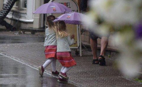 NEDBØR: Mandag og tirsdag blir det beste været, men fra onsdag og til og med søndag blir det en del nedbør.