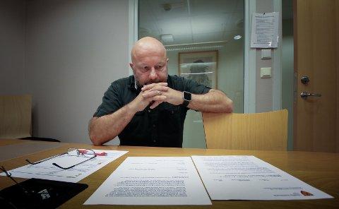 EN JOBB Å GJØRE: Byggeprosjektet til Erling Sundrehagen har skapt hodebry for Vestby kommune og leder for plan, bygg og geodata, Jack Hatlen. All dokumentasjon i saken er nylig gjennomgått, men mer jobb venter når tegninger og dokumenter skal sammenlignes.