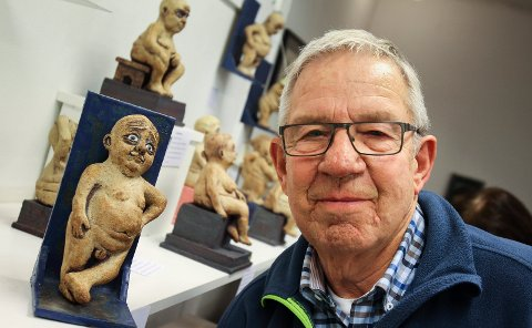 SMÅ OG RUNDE: Her er keramiker Joe Hans Wilson omgitt av noen av de nakne og sårbare skulpturene han ble så kjent for. Nå er han klar med en ny stil og teknikk.
