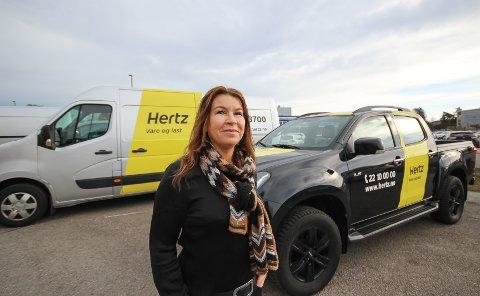 KNALLSUKSESS: Daglig leder Anne-Lene Paulshus Vold har vært med å føre bilutleiefirmaet Easy Rent AS til den beste Hertz-avdelingen i Norge. Hun mener nedleggelsen av Rygge flyplass var det som skulle til for at selskapet tok nye grep.