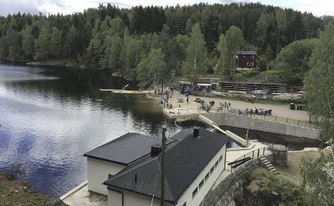 RUSTADSAGA: Ny demning gjør at vannet i Nøklevann stadig har steget nærmere gamle høyder.