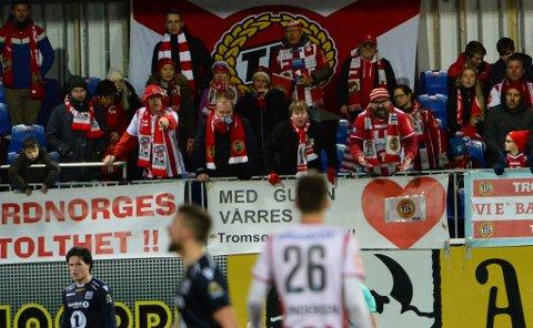 I HARNISK: TIL-supportere som Trond Grimstad, Arne Johnsen og Marius Helgå sier hva de mener fra tribuneplass i Kristiansund søndag. Mange har også sagt sin hjertens mening på Twitter.