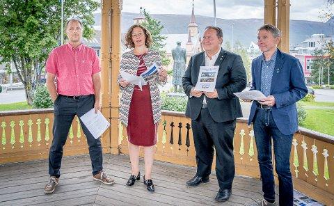 BUDSJETT: Pål Julius Skogholt (SV), ordfører Kristin Røymo (Ap), gruppeleder Jarle Heitmann (Ap) og gruppeleder Jens Ingvald Olsen (Rødt) vil beholde distriktsbarnehagene, til tross for advarsler fra administrasjonen.