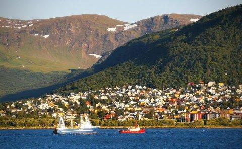 SLEPES: Tråleren som flere har observert blitt slept gjennom Tromsøysundet søndag ettermiddag er den russiske tråleren Kapitan Geraschenko.
