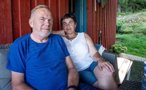Leiebilproblem: Thor Sveinung Bjerke og kona Turid Henriette Bjerke fikk ikke leiebilen de bestilte på nett. Nå sliter de med å få penge tilbake.