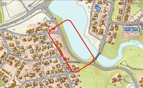 OVERSIKTSKART: Den røde firkanten viser hvor fortau og sykkelveg var planlagt.