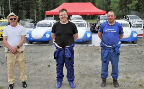 FAMILESPORT: Pappa Terje (f.v), Tord Ingar og Tøger Nygård fra Lausgarda kjører alle boble og har gjort bilcorss til et familieforetak.