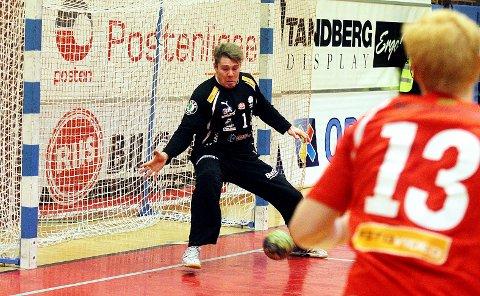 KEEPERKJEMPE: Henrik Rudd Tovås er en av flere lokale gutter du kan se i eliteserien i håndball på ØB.no i helgen. Her fra tiden i Haslum.