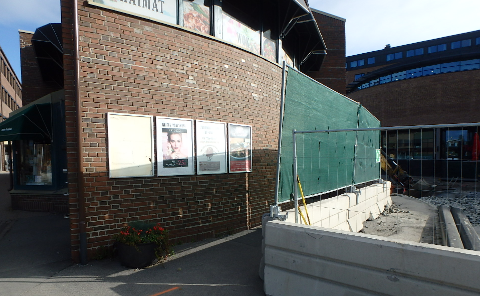 Det skal graves på sørsiden av Jernbaneveien 7 og det betyr at fortauet stenges i en ukes tid.