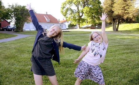 Skal lede showet: Eila Aartun Nord, til venstre, og Vilja Voll Midtgaard er klare som programledere på Tollerodden.