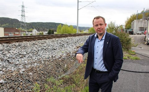 SAMORDNER: Robin Kåss er ordfører i Porsgrunn og han håper og tror at den nye jernbanen mellom Larvik og Porsgrunn vil bli brukt av mange. Han vil jobbe for å samordne både rutetider og priser i kollektivtrafikken. (arkivfoto)