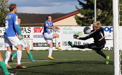 FØRSTE MÅLET: Andreas Lundgren lager her sitt første mål for Flisa og utligner til 2-2.