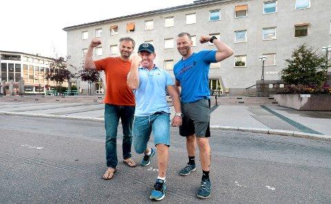 """VISER MUSKLER: Arrangørene av konkurransen """"Elverums sprekeste"""" gleder seg stort til å se utøverne i aksjon den 17. august. F.v.: Jon Petter Blixt, Ronny Bratli og Robert Grønland."""