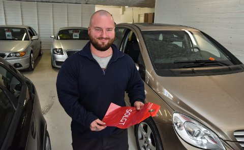 PÅ PLASS: Glenn Libekk er daglig leder hos bruktbilforhandleren 1000 Fix i Elverum.