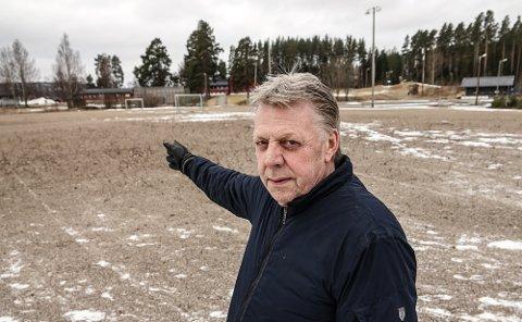 HER: Det er her på Sønsterud idrettslaget vil bygge en flerbrukshall. I bakgrunnen ser vi Sønsterud skole, og ikke langt unna ligger Solør videregående skoles avdeling på Sønsterud.