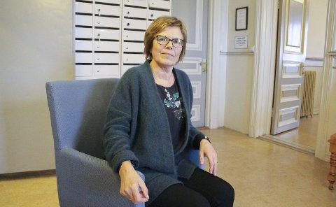 Kommunalsjef Aud Fleten har slitt med sykehjemskø og dels dramatiske utgifter til overliggerdøgn på sykehus, men legger nå fram tall som viser en ny situasjon.