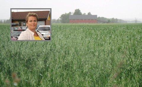 Ordfører Karoline Fjeldstad (Sp) vil helst verne matjorda og utvikle Rakkestad samtidig.