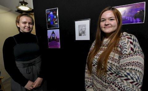 Kunst: Mathea Larsen (t.h) og Kaja Opdahl går videre med blyanttegning og fotokunst.