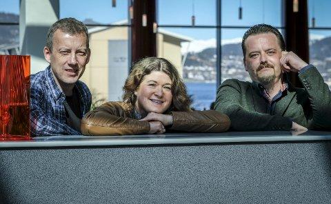 Norsia: Roger Israelsen, Hege Cecilie Søgaard og Ulf Skjæran står lørdag på scenen sammen med Norsia Storband. Foto: Øyvind Bratt.