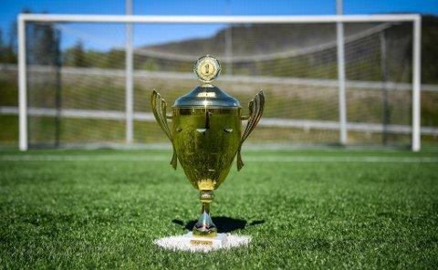Rana blad open. Kåring av Ranas beste straffesparkere i fotball på Sagbakken. Pokalen blir en vandrepokal.