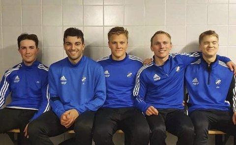 Fra venstre: Thomas Grønning, Jasem Bavi, Erlend Skrede Jonassen, Johannes Rydså og Andreas Fossmo spiller alle for fotballklubben Kvik i Trondheim. I tillegg er ranværingene Magnus Børsheim og Sondre Halland en del av troppen.