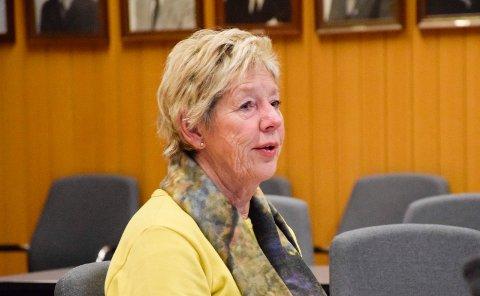 FORSVARER: Rådmann May-Britt Nordli forsvarer Jevnakers utgifter til administrasjon. De er ikke spesielt høye, mener hun, i alle fall ikke sammenlignet med Hole.