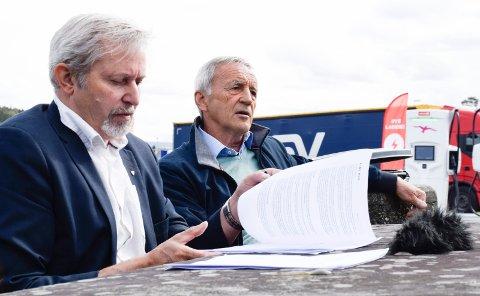 DIALOG: Per Chr. Gomnæs (H) mener det må være mulig å snakke med veivesenet om boligbygging på Sollihøgda. Ordfører Per R. Berger (H) til venstre.
