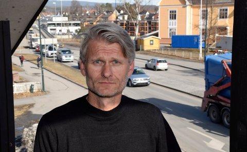 NYE SMITTETILFELLER: Rektor Bjørn Volleng og Ringerike videregående skole må konstatere at det nå er til sammen fire smittetilfeller blant elever ved skolen.