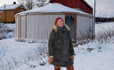 KALDT: Det kan være kaldt i Vestre Ådal. Grethe Midgaard Torrissens yurt har vedovn.