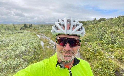 PÅ SETET IGJEN. Heming Rudrud Herdlevær har ikke vært bekymret for å sette seg på sykkelsetet igjen etter den dramatiske påkjørselen.