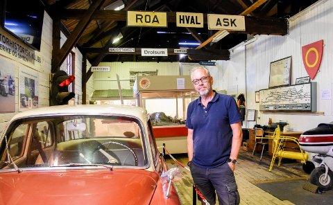 MIDT I UTSTILLINGEN: Jan Helge Østlund håper å kunne ta imot folk på utstillingen igjen.
