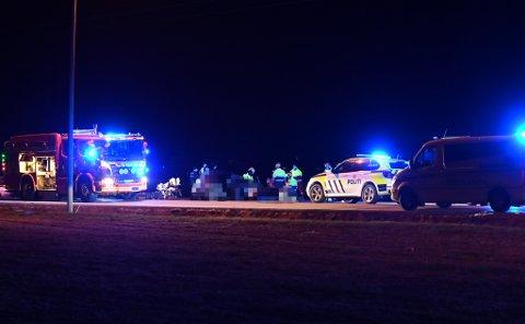 STORE SKADER: Ulykken har skjedd to kilometer nordøst for Lillestrøm. Langs Rolf Olsens vei i Leirsund.