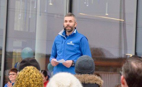 Daglig leder Erik Schreuder er fornøyd med besøkstallene i Røykenbadet så langt. Her fra åpningen av badet i januar.