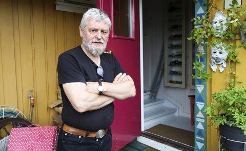 GIR SEG IKKE: Leder av Sande kunstforening, John Lindvåg, har tro på fremtiden men forklarer at foreningen er avhengig av å få tilført midler.